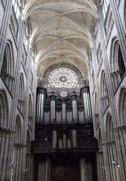 Photograph of the pipe organ at the Rouen Cathedral Notre-Dame in Rouen, France. Photo by Danielle MacDonald